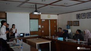 Gambar 6. Diskusi Mahasiwa Chuo University dengan Dosen Teknik Lingkungan ITB